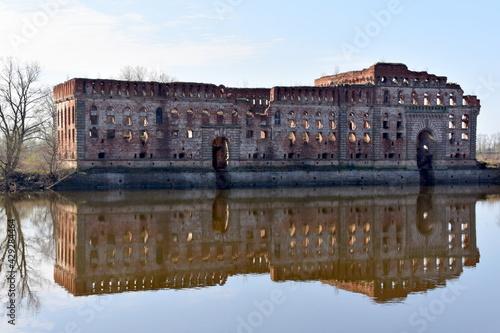 rzeka Narew, przy Twierdzy Modlin, - fototapety na wymiar