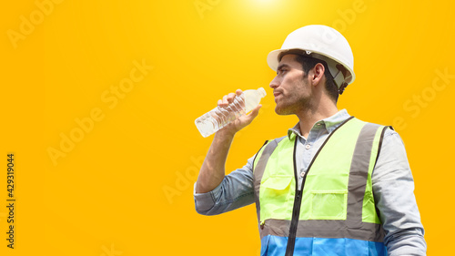 Fotografia, Obraz The construction worker drinks water to quench his thirst.