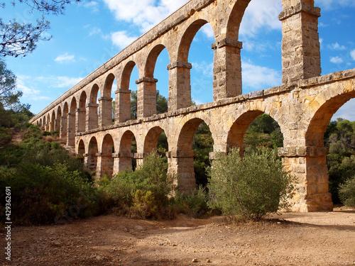 Obraz na plátně スペイン タラゴナ近郊のローマ水道橋遺跡 悪魔の橋 Roman Aqueduct Ruins near Tarragona, Spain Devil's Bri