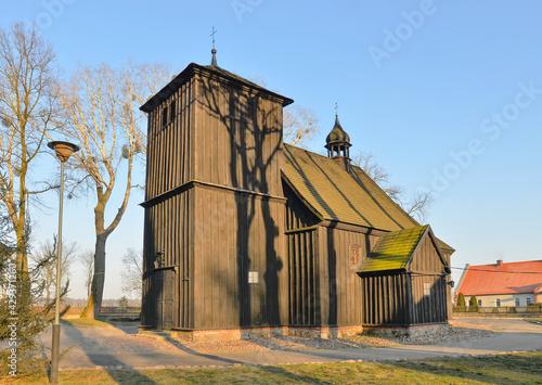 Drewniany kościół św. Mateusza w Górznie, Wielkopolska - fototapety na wymiar