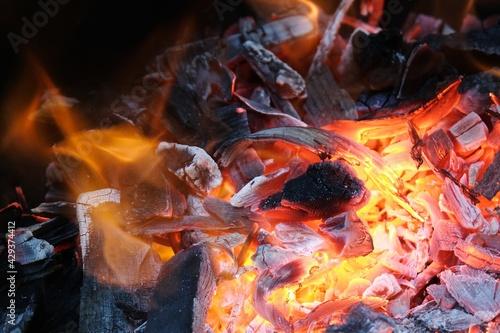Canvas Print Gros plan sur un feu avec des braises