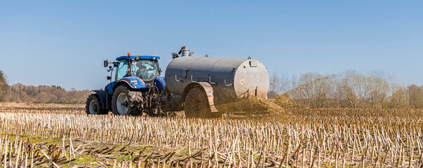 Tractor with slurry tank in the field | 5149