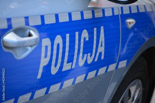 Obraz Napis policja na drzwiach policyjnego samochodu.  - fototapety do salonu