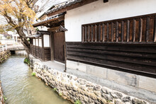 日本の城下町武家屋敷通りのお堀