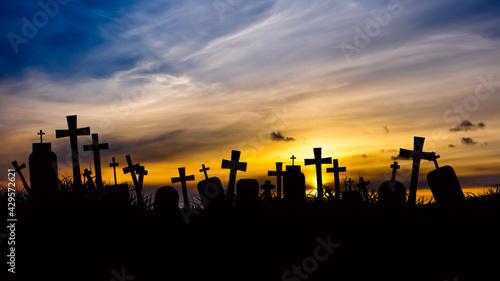 Cmentarz o zachodzie słońca - fototapety na wymiar