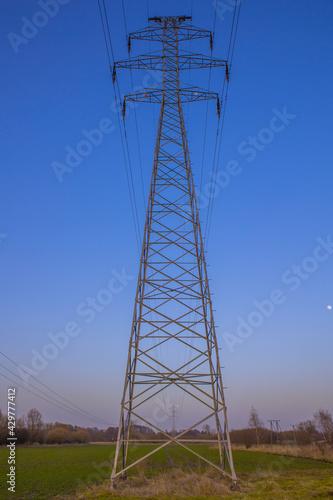 linie enegetyczne i wieża - fototapety na wymiar