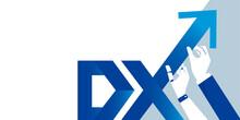 DX、ロボットとビジネスマンの手、上昇する矢印のイラスト、テキストスペース、ベクター素材