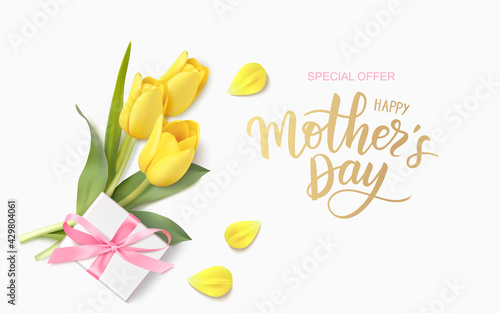 Happy Mothers Day design template. Calligraphic lettering text with decorative gift box and yellow tulip flowers. Vector illustration - fototapety na wymiar