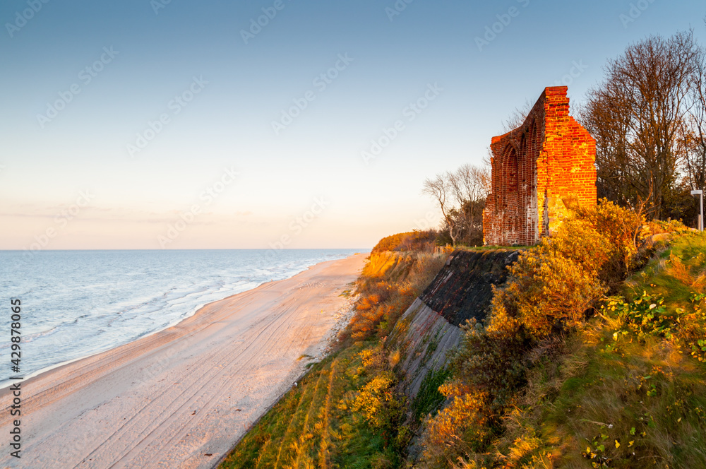 Fototapeta Ruiny kościoła w Trzęsaczu nad Morzem Bałtyckim, polska, Trzesacz / Ruins of the church in Trzęsacz on the Baltic Sea, Poland, Trzesacz