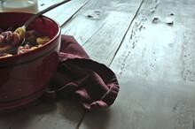 Copyspace En Mesa Rústica Con Desayuno De Cereales Con Leche