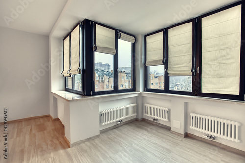 Obraz Empty white room interior with roman vertical curtains and parquet floor - fototapety do salonu