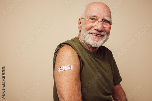 Cuadros en Lienzo Portrait of senior man after getting vaccine