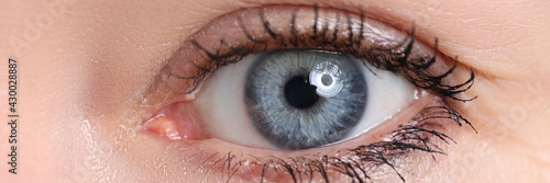 Obraz Beautiful blue female eye looking in camera - fototapety do salonu