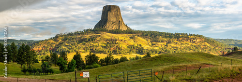 Obraz na plátně Early morning panorama sunrise at Devils Tower National Monument - Wyoming