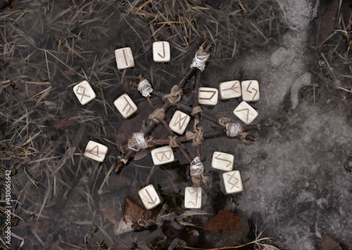 Fotografie, Obraz Wiccan ritual with runes and pentagram in the water.