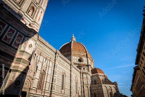 Fotografia The Florence Cathedral (Duomo di Santa Maria del Fiore) with the famous dome by the architect Filippo Brunelleschi and bell tower of Giotto (Campanile)