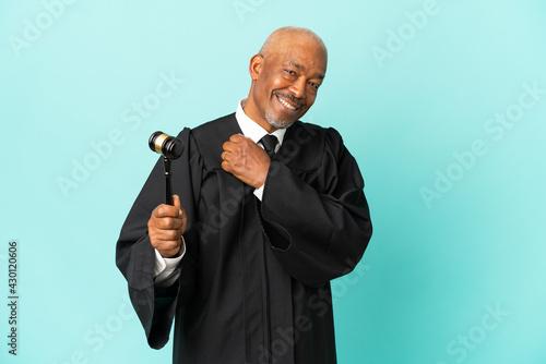 Stampa su Tela Judge senior man isolated on blue background celebrating a victory