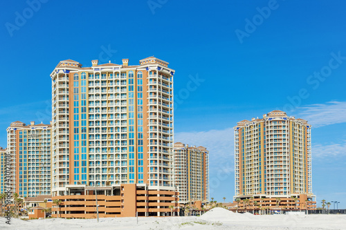 Fototapeta Newly constructed beachfront condos by the white sandy Gulf Shores on the Gulf o