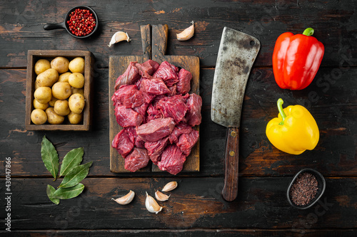 Tela Fresh raw chopped beef with sweet bell pepper and potatoe, on old dark  wooden t