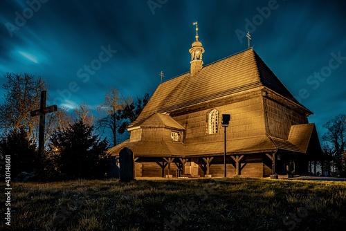 drewniany kościół św. Anny w Czarnowąsach (województwo opolskie) - fototapety na wymiar