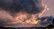 Magischer Sonnenuntergang bei Abstrakten Wolken