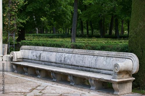 ławka park kamień rzeźbiona aranjuez hiszpania