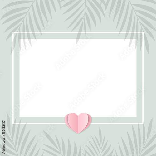Pusta karta na pastelowym zielonym tle w minimalistycznym stylu z sercem z papieru i palmowymi liśćmi. Zaproszenia ślubne, życzenia, tło dla social media stories, karta podarunkowa, voucher. - fototapety na wymiar