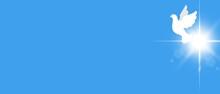 Sfondo Banner Azzurro Colomba Bianca Vola Nel Cielo. Pasqua. Croce Raggiante. Pentecoste. Battesimo. Fede. Amore. Speranza. Libertà.