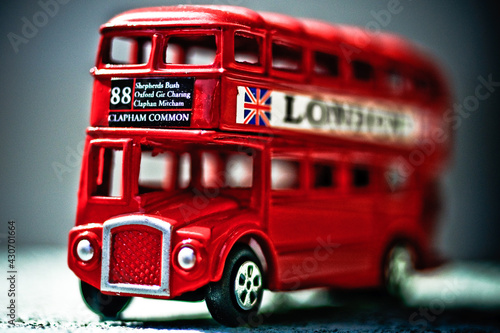 Fotomural double decker toy bus