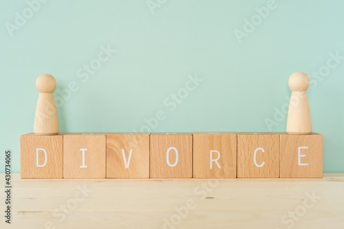 Fotografia 離婚 「DIVORCE」と書かれた積み木