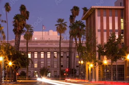 Photo Twilight sunset view of the skyline of downtown San Bernardino, California, USA