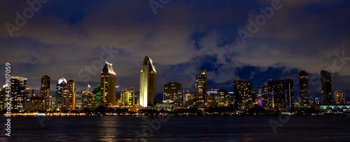 San Diego Skyline buildings at night - fototapety na wymiar