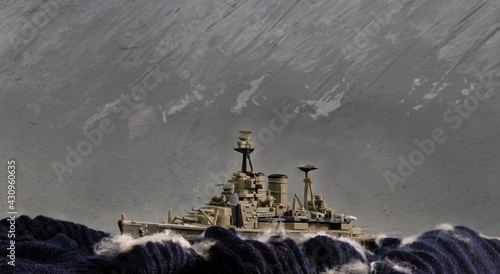 Cuadros en Lienzo Scale model diorama of a British WW battleship