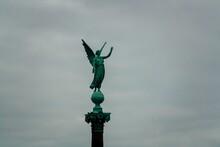 Columna De Ivar Huitfeldt, Ángel De Langelinie Park (The Langelinie Promenade), Copenhague, Dinamarca. El Monumento Conmemora A Los Marineros Civiles Daneses Que Perdieron La Vida Durante La Primera G