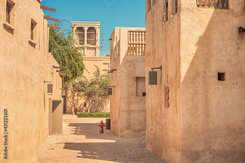Obraz na plátně Narrow streets that create shade on a hot day in the old city of Dubai Creek and Bur district