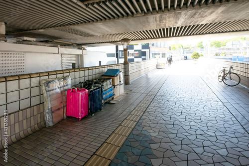 Photo 上野駅横断歩道橋に置かれたホームレスの荷物