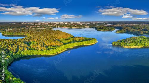 Jezioro Ukiel /Krzywe/ w Olsztynie na Warmii w północno-wschodniej Polsce - fototapety na wymiar