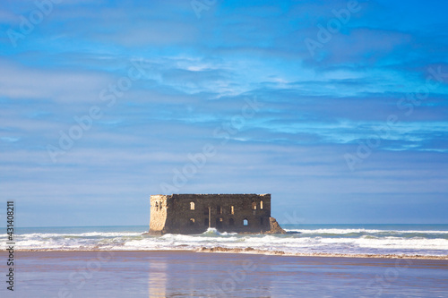 Photo Old abandoned fort on the beach of Boujdour, the city of Antoine de Saint-Exupery