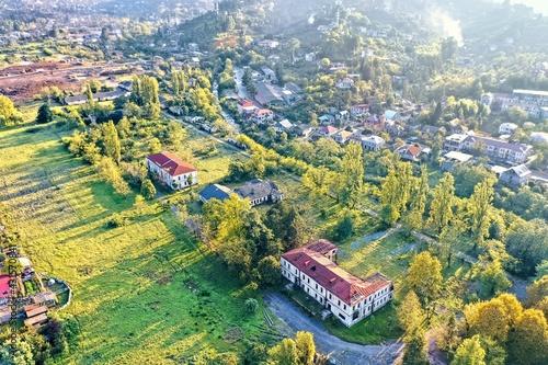 Obraz na plátně village on a mountainside, aerial view