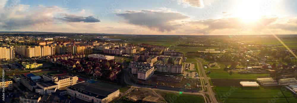 Fototapeta Zachód słońca nad miastem Kalisz w Polsce