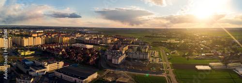 Zachód słońca nad miastem Kalisz w Polsce
