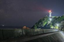 天の川と灯台