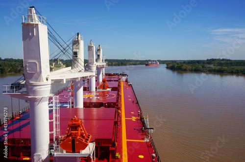 Obraz na plátně Vessel proceeding up the Parana River