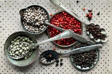 Different Types Of Pepper In Spoons, White Pepper, Red Pepper, Szechuan Pepper, Green Pepper, Black Pepper