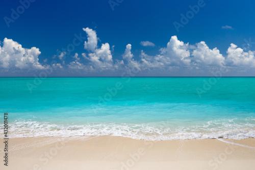 tropical Maldives island with white sandy beach and sea - fototapety na wymiar