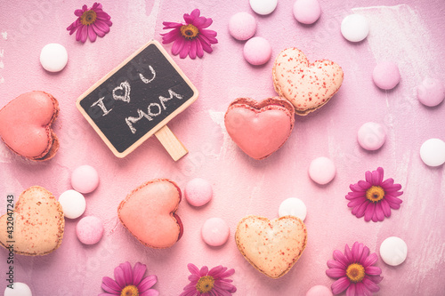 Fototapeta Happy Mothers Day - sweet macarons in heart shape with flowers obraz