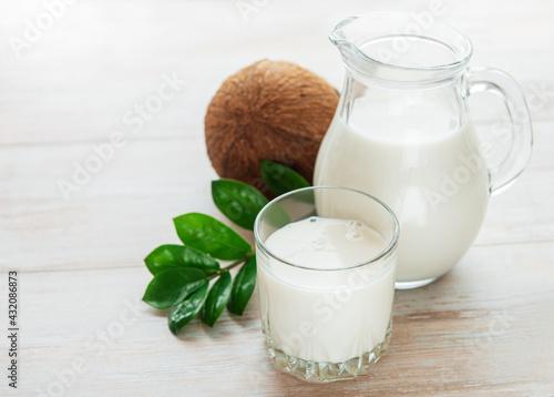 Obraz Fresh coconut milk - fototapety do salonu