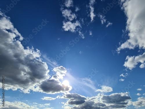 słoneczne niebo - fototapety na wymiar