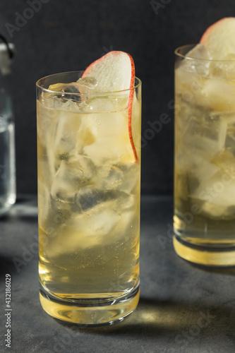 Obraz Boozy Refreshing Calvados and Tonic Apple Cocktail - fototapety do salonu