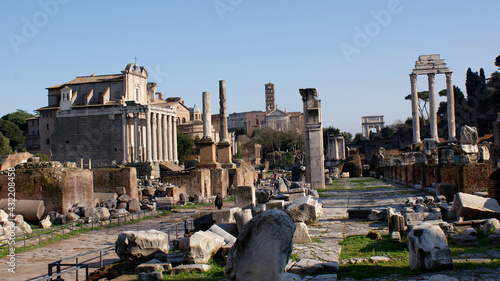 Fotografie, Obraz Rome, Italy, January 2007: Landscape of the Roman Forum on the Via Sacra, with the three column of Castor and Pollux temple ruins on the right and Antonino and Faustina temple on the left